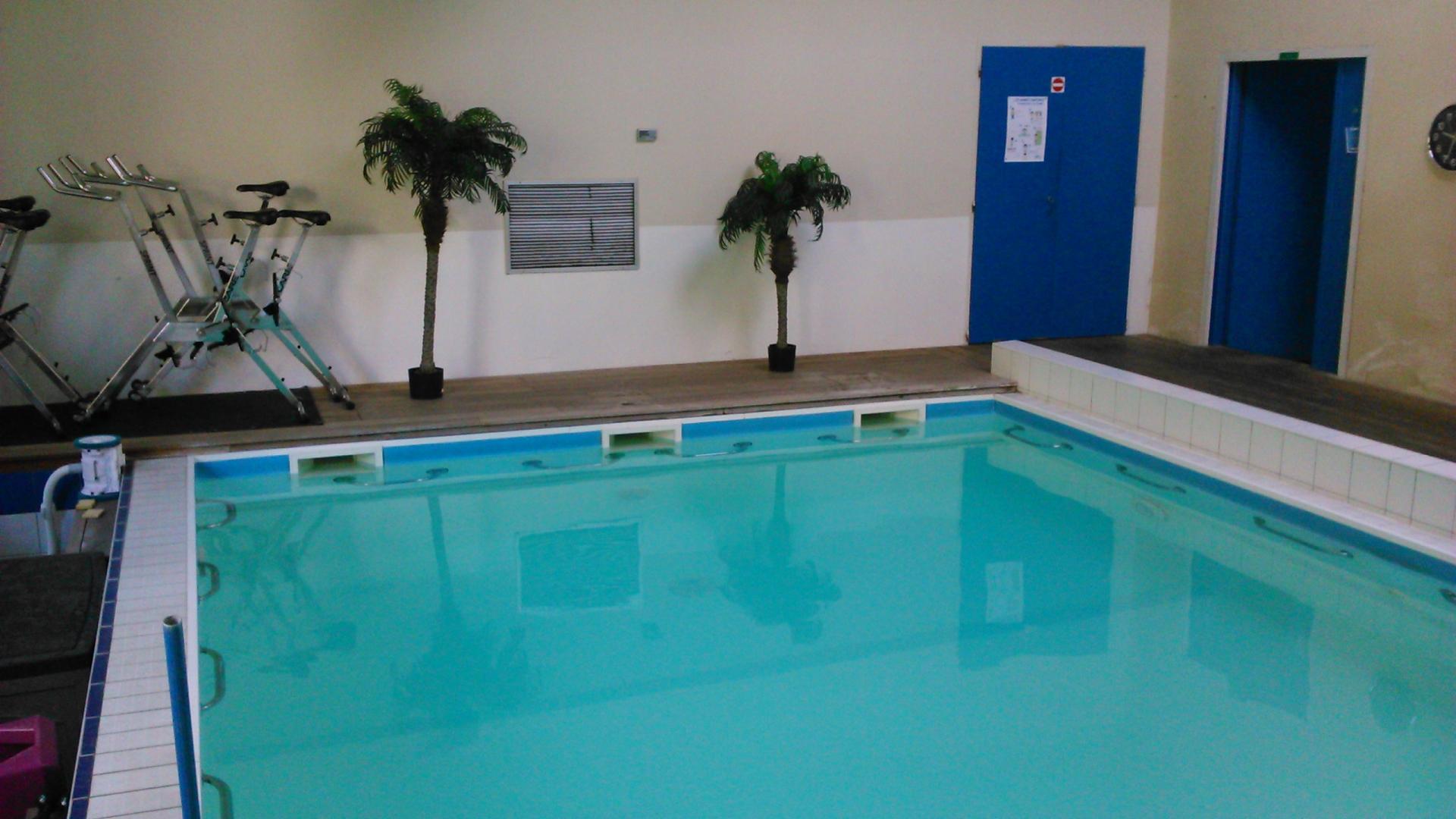 nouveau piscine pour femme musulmane bordeaux piscine. Black Bedroom Furniture Sets. Home Design Ideas